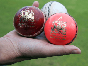 What is the difference between cricket balls
